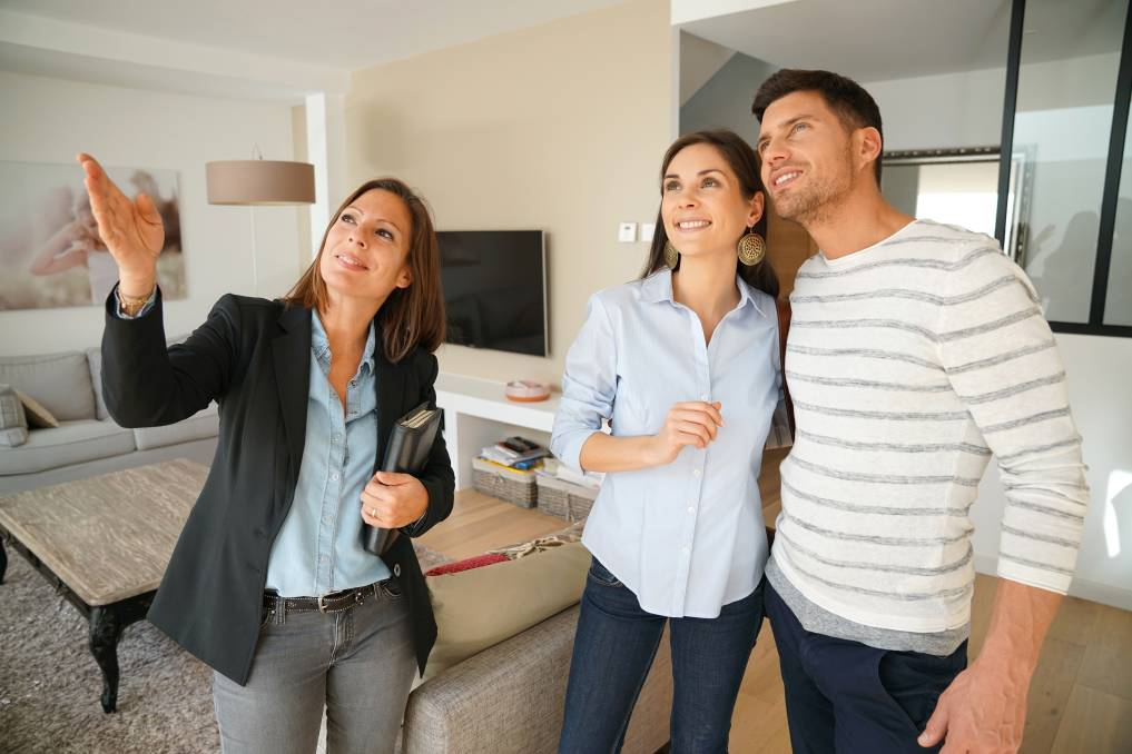 Real estate agents conduct property walkthroughs. Picture: Shutterstock.